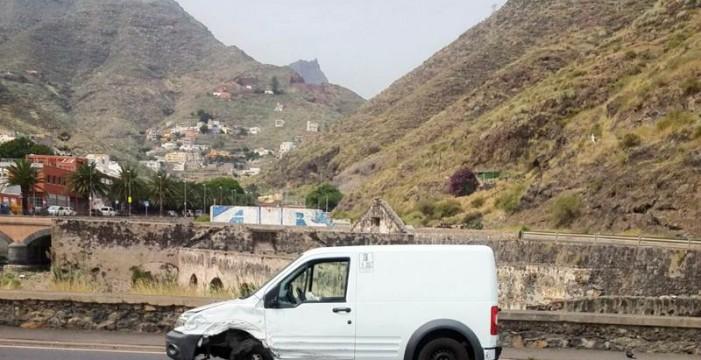 Dos afectados leves en un choque a la altura de Valleseco