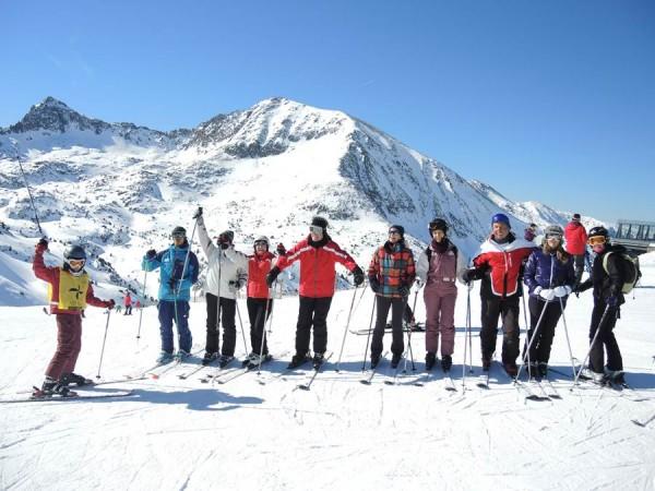 Arona lleva 20 años organizando la Semana Blanca para iniciar en el esquí a sus vecinos. | DA