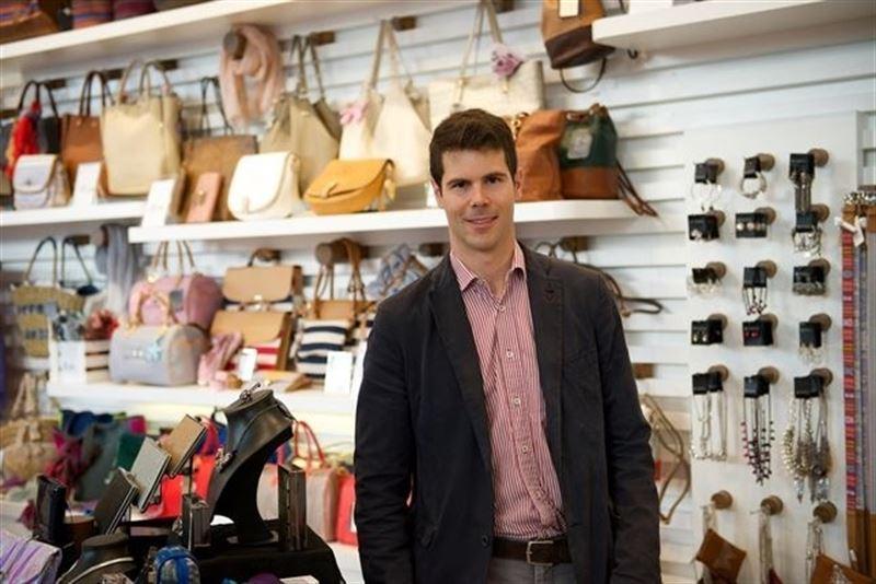 Jordi Bella en una tienda Bissú. / Foto: EUROPA PRESS