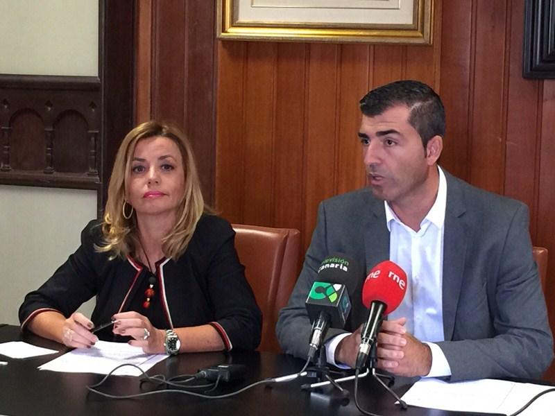 Ana Zurita y Manuel Domínguez, ayer, en rueda de prensa. / DA