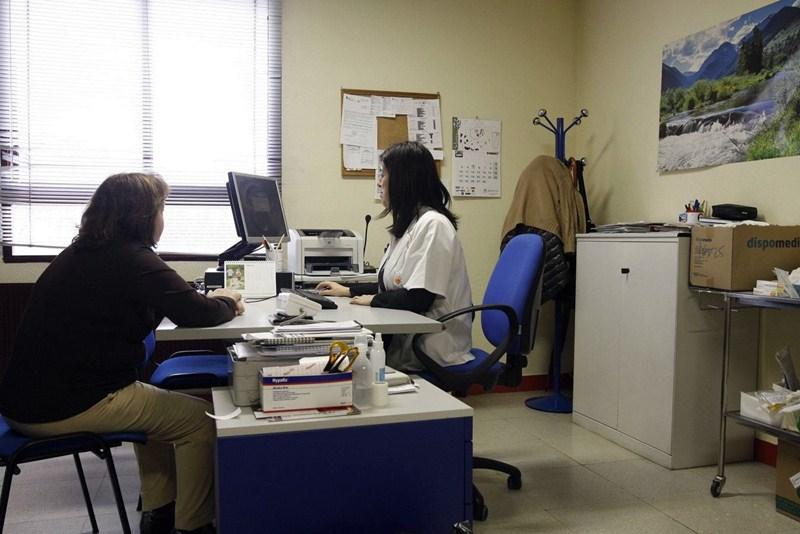 Algunos centros de salud de la Isla son especialmente conflictivos. / DA