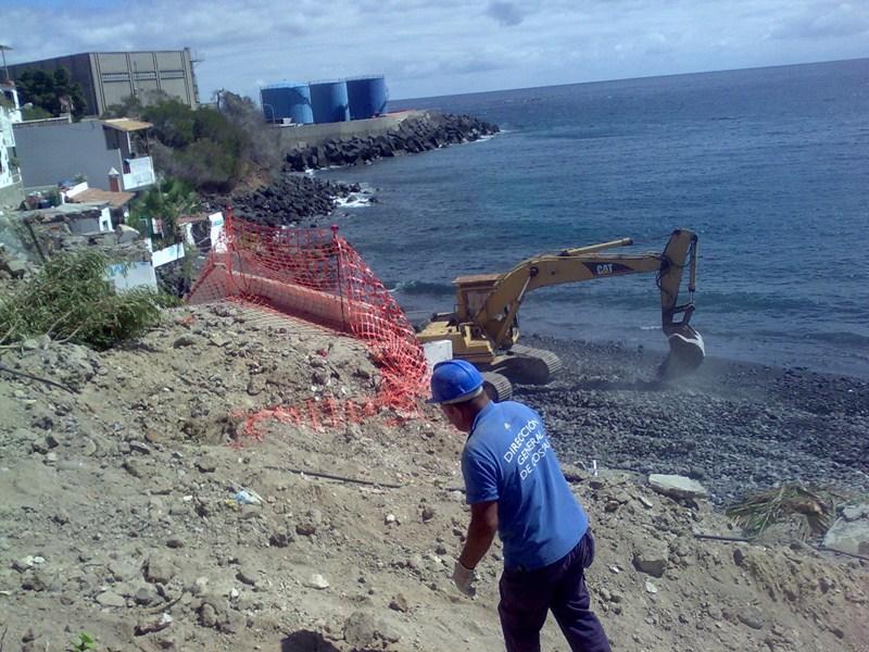 Demolición de las casas de Cho Vito, en  Candelaria, un caso que dio la vuelta a España. / FRAN PALLERO