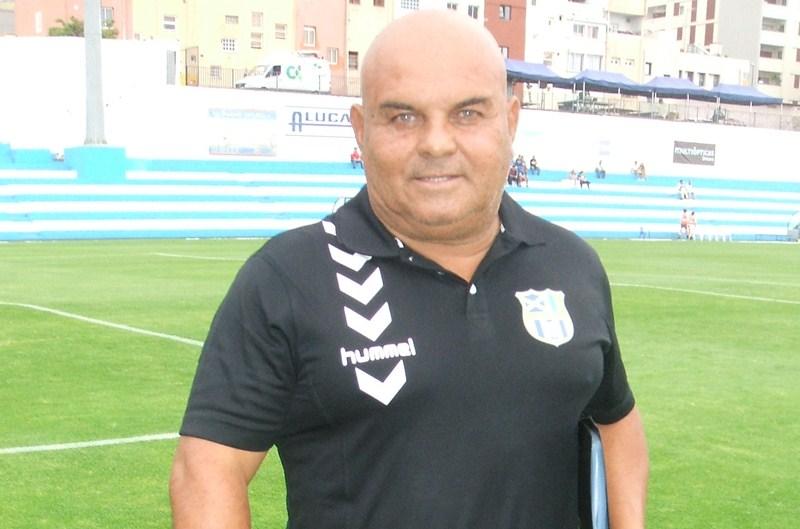 """""""El objetivo es echar tierra de   por medio con el descenso y que el equipo crezca"""", asegura el entrenador. / DA"""