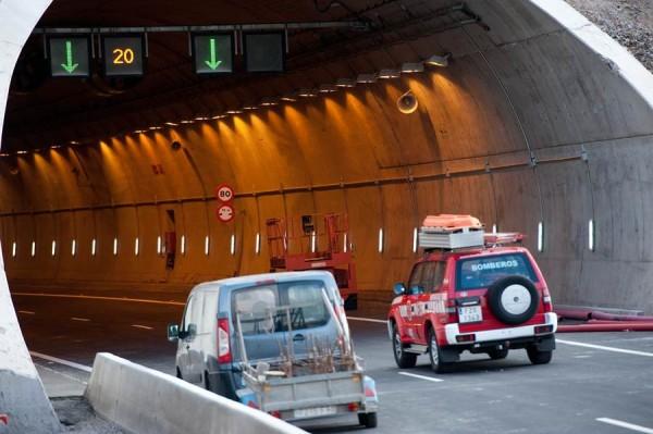 El mandatario insular llama la atención sobre el estado del túnel de El Bicho.   FRAN PALLERO