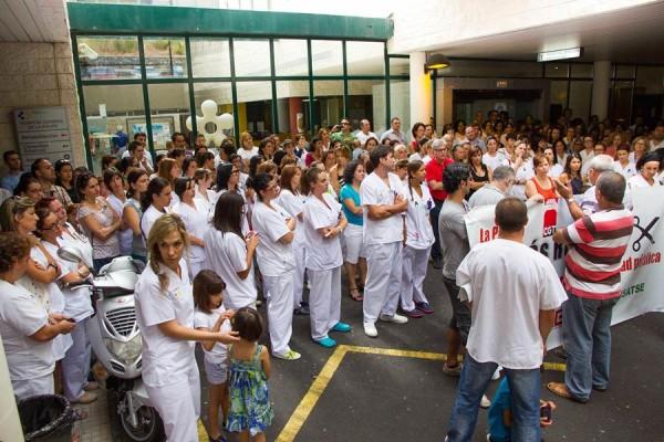 Apenas seis meses después de sus últimas protestas, los médicos canarios volverán a movilizarse. | DA