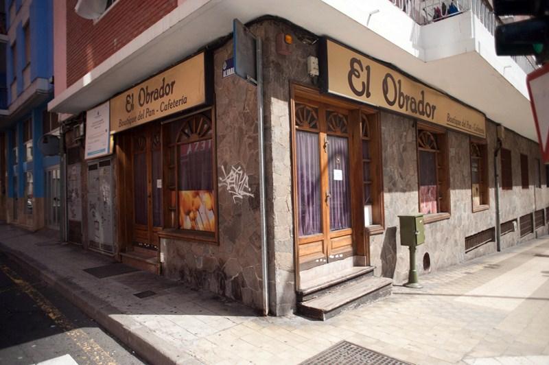 Isabel y su marido regentaron durante años una panadería en la calle Ramón y Cajal de Santa Cruz. / F. PALLERO