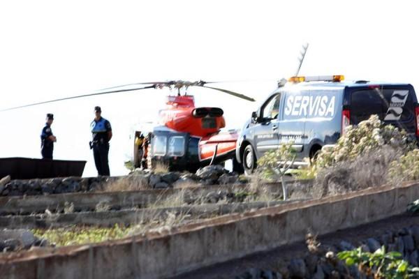 Medios de emergencias prestan servicio, ayer en Adeje. | GERARD ZENOU