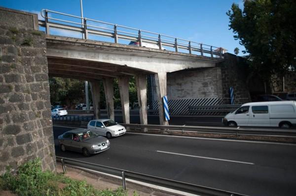 Las actuaciones que promueve el Cabildo buscan reducir los atascos en la autopista. | FRAN PALLERO