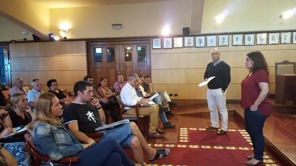 Mari Brito y un grupo de concejales se reunieron con los vecinos de Antón Guanche. | DA