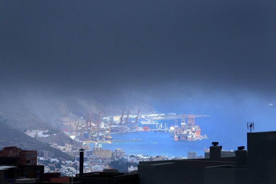 Las nubes casi no dejaban ver la capital. | S. M.