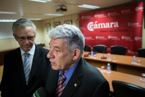José Luis García y Pablo Matos hablando con los medios tras la rueda de prensa. | ANDRÉS GUTIÉRREZ 27/11/2015 VISITA PABLO MATOS A CAMARA DE COMERCIO