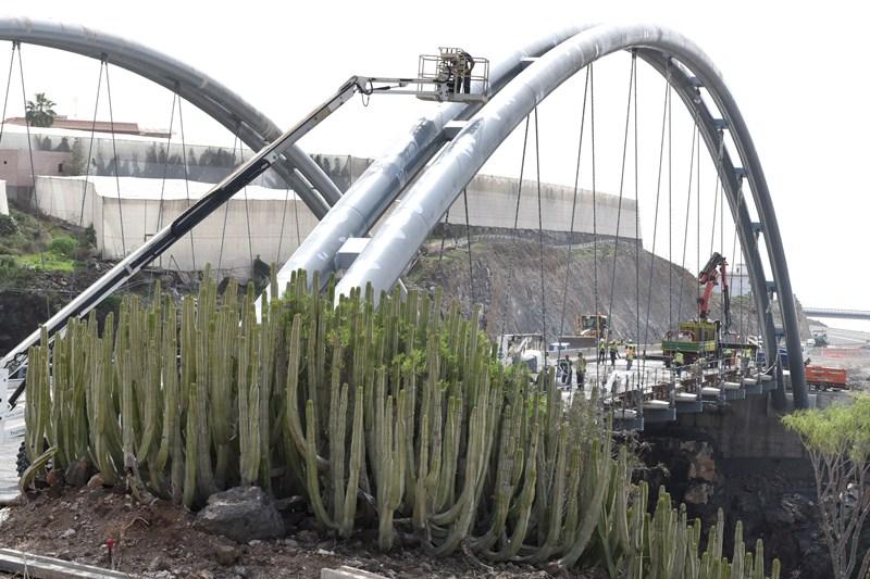 La contrata está culminando las labores pertinentes en el viaducto de Erques. / SERGIO MÉNDEZ