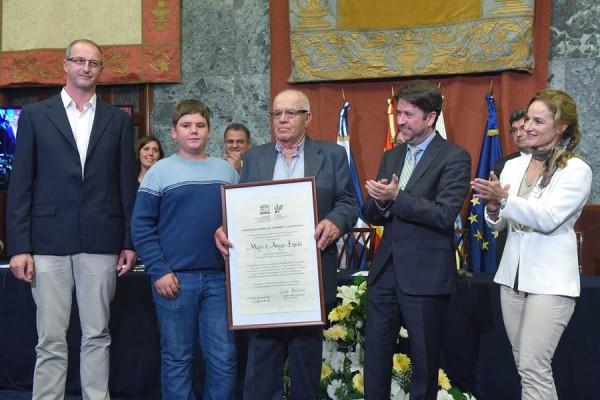 El Salón Noble del Cabildo acogió ayer la entrega del distintivo por parte de la Unesco.   SERGIO MÉNDEZ