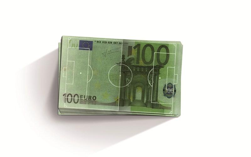 129.000 euros es el mínimo que cobrarán este año los futbolistas de Primera División, 14 veces el salario mínimo interprofesional y muy alejados de los 64.500 euros que ingresarán los profesionales de Segunda División