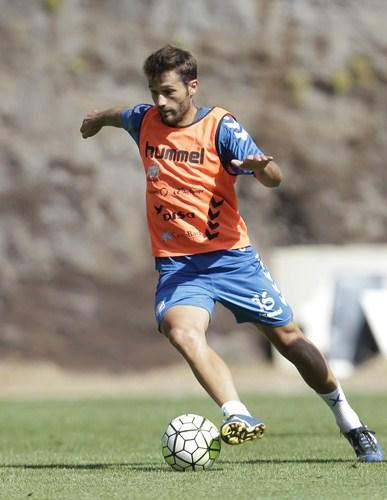Aitor Sanz, durante una sesión   preparatoria de la presente temporada. / S.F. Tenerife training session. In this picture, Aitor Sanz.