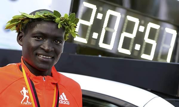 Dennis Kimetto  Prueba: Maratón Registro: 2:02:57 Fecha: 25 septiembre 2011 Lugar: Mundial de Berlín