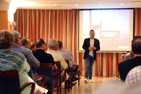 El edil de Turismo, David Pérez, destacó que la apuesta por el ocio de calidad se reforzará con algún acto puntual de alcance internacional. | DA