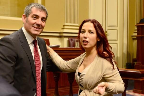 Fernando Clavijo y Patricia Hernández, durante un pleno en el Parlamento de Canarias.   SERGIO MÉNDEZ