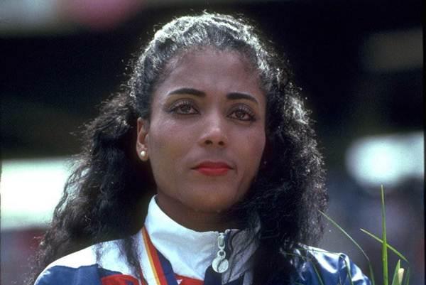 Florence Griffith Prueba: 100 metros Registro: 10.49 Fecha: 16 julio de 1988 Lugar: Trials Indianápolis