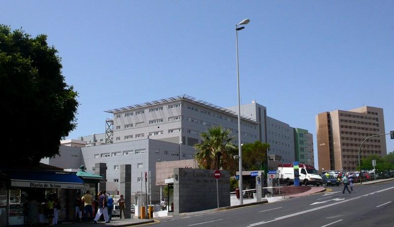 El Hospital de La Candelaria de Tenerife es uno de los centros donde se está tratando a estos pacientes. / DA