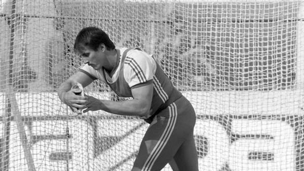 Jürgen Schult Prueba: Disco Registro: 74,08 metros Fecha: 6 de junio 1986 Lugar: Neubrandenburg