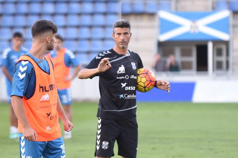 """Para José Luis Martí, ser """"equilibrados"""" es fundamental para el juego de su equipo. / SERGIO MÉNDEZ"""