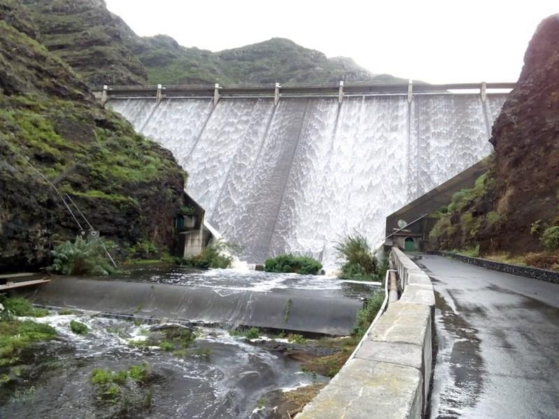 Las presas de La Gomera recibieron abundante agua durante las últimas lluvias. / DA
