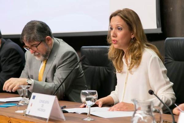 La consejera de Hacienda, Rosa Dávila, en la presentación. | DA