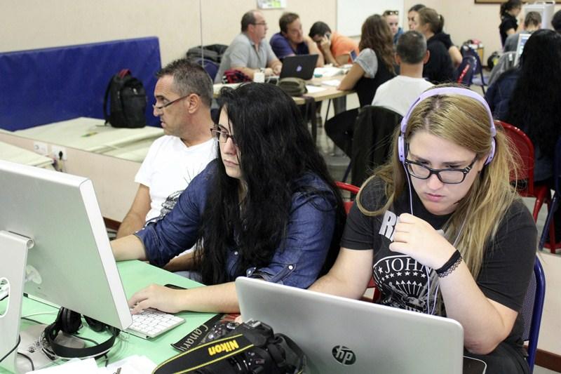 Organizar e improvisar forma parte de la rutina de trabajo para dar forma a un proyecto audiovisual. / DA
