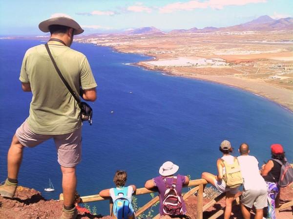 La belleza del lugar y la cercanía de las playas de El Médano y La Tejita facilitan la subida de visitantes. | EP