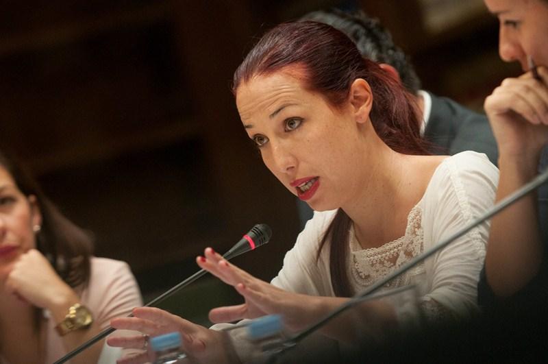 Patricia Hernández, ayer, en comparecencia ante una comisión del Parlamento, a petición de NC. / FRAN PALLERO