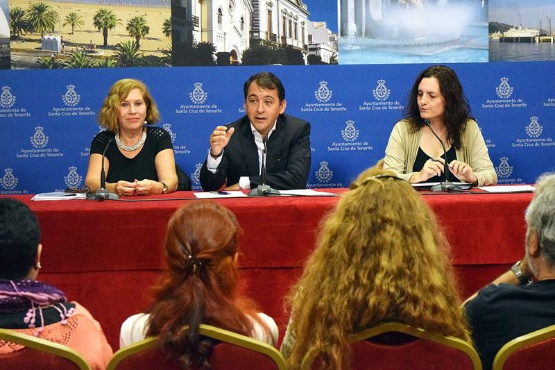 Marisa Zamora, José Manuel Bermúdez y Candelaria Delgado, ayer, en la presentación de Conred. / DA