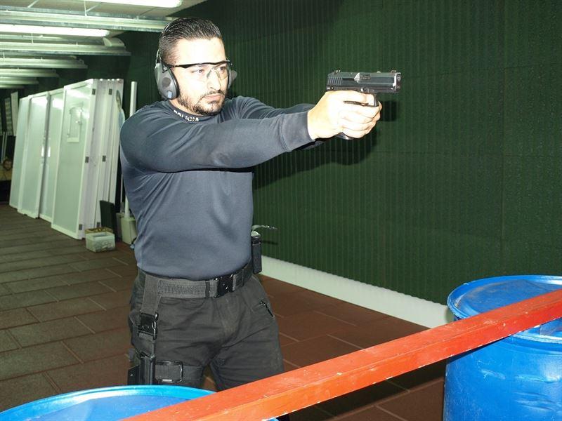 El agente de la Policía Local de Santa Cruz de Tenerife, Jorge Gutiérrez. / EP