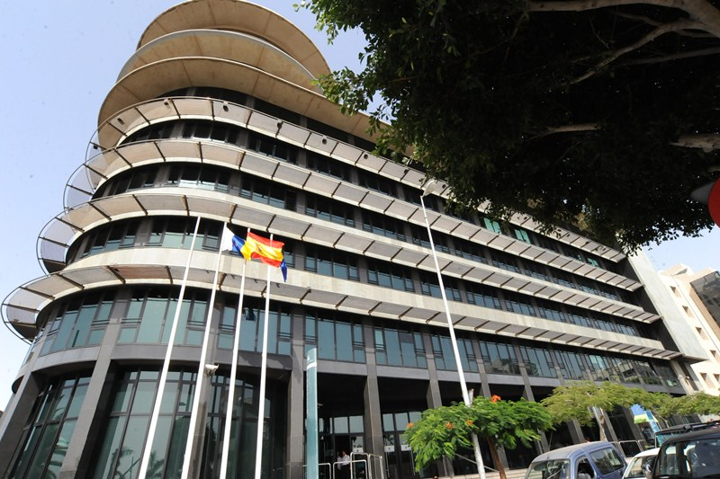 Oficinas de la Administración autonómica en el edificio Múltiples II de Santa Cruz de Tenerife. / DA
