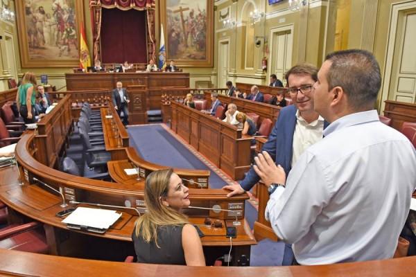 Un momento de la segunda jornada del pleno de esta semana en el Parlamento de Canarias. | SERGIO MÉNDEZ