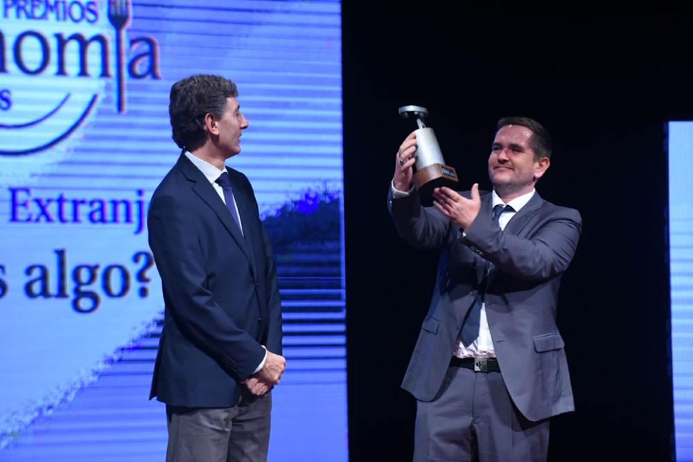 Premio Mejor Cocina Extranjera para Restaurante Thomas Algo. Recoje el premio Thomas Leeb