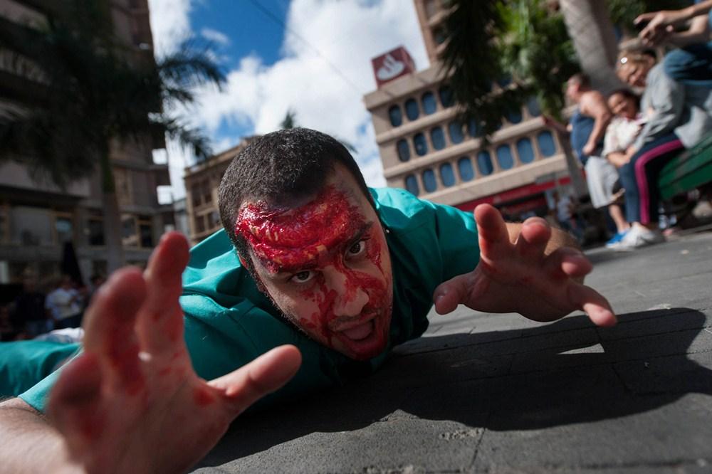Como ambientación hubo una escenificación de zombis, como en las mejores películas del género. / F.P.
