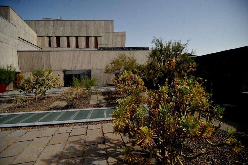 El edificio de Presidencia del Gobierno es uno de los inmuebles que se debe poner al día de pago del IBI. / FRAN PALLERO