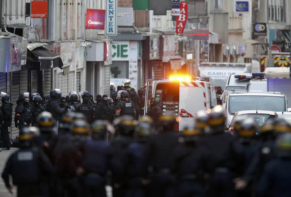 Fuerzas especiales francesas durante la operación policial en Sant Denise. | REUTERS