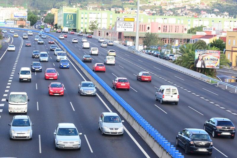 El Gobierno insular ha planteado diferentes acciones para mejorar la movilidad y reducir los atascos en la autopista en cuatro años. / SERGIO MÉNDEZ