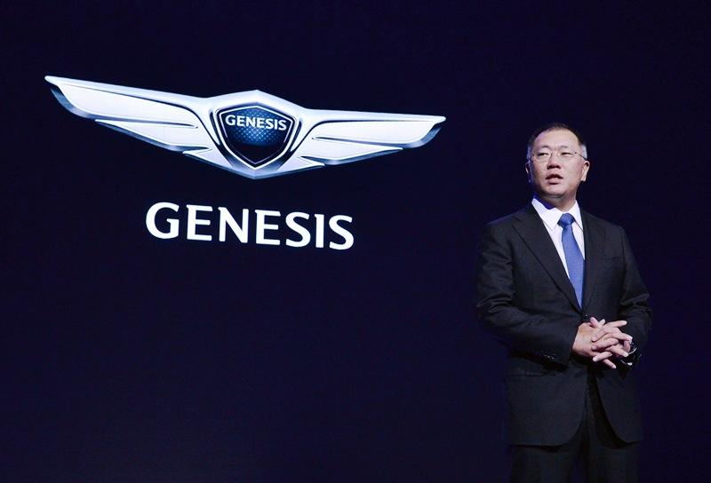 Euisun Chung durante la presentación de Genesis, | DA