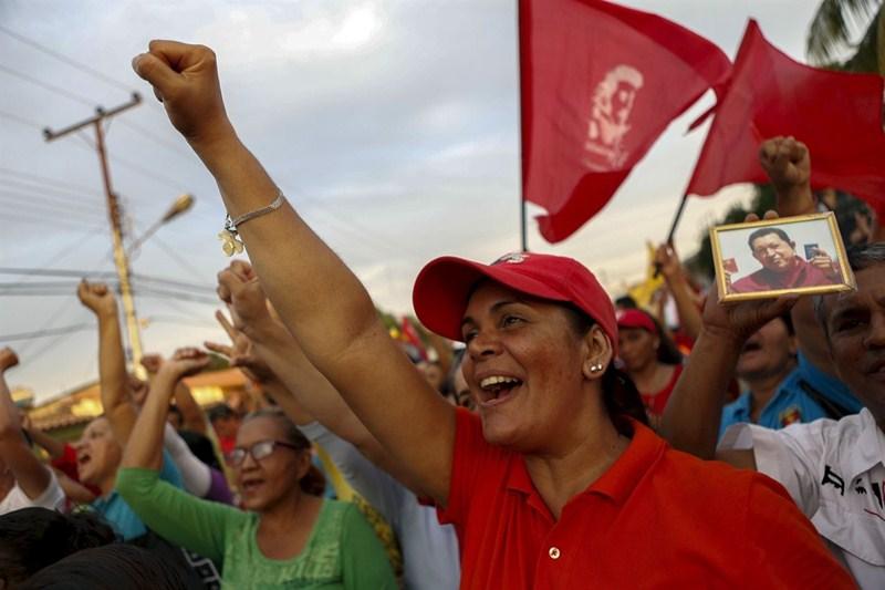 Los partidarios del difunto Hugo Chávez se mueven entre la devoción por el chavismo y la desilusión ante la situación que vive el país. / REUTERS