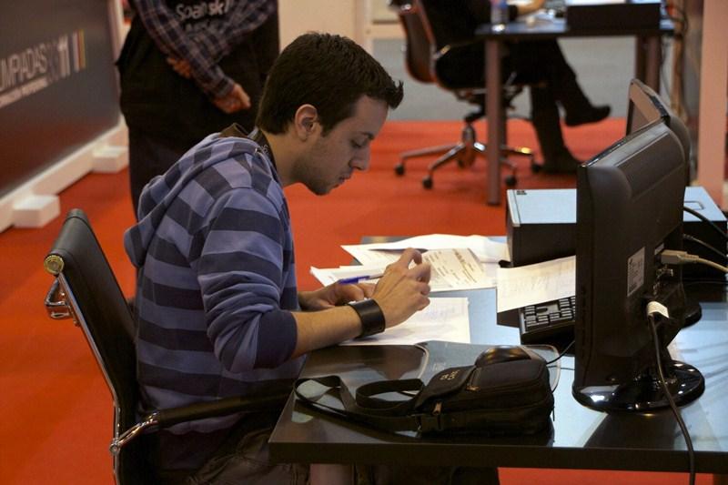La llegada de los grados ha multiplicado el número de asignaturas prácticas en la universidad. / FRAN PALLERO
