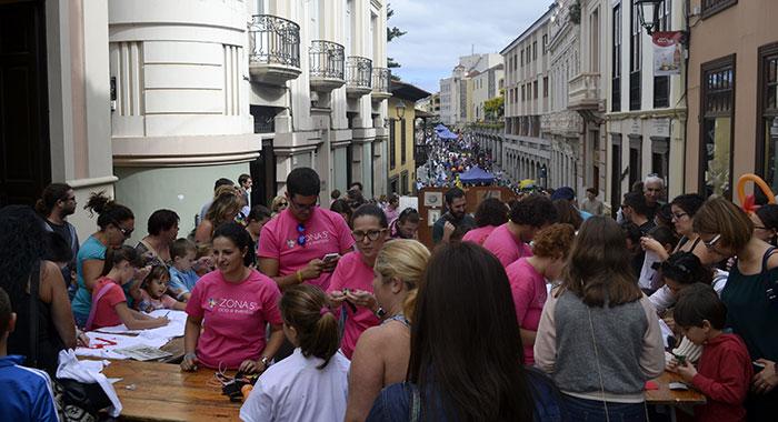 La iniciativa animó a miles de ciudadanos a callejear por el centro histórico de La Orotava. / DA
