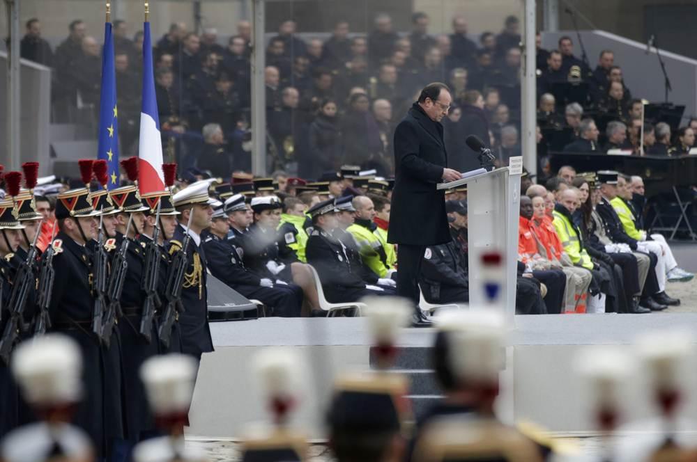 Homenaje en Francia a las víctimas de los atentados del 13N en París. | REUTERS