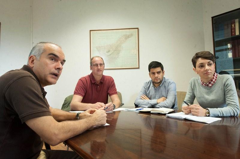 Pedro Dorta, Jaime Díaz,  Abel López y Sara Cabello, investigadores de la cátedra de Reducción de Riesgos de Desastres de la ULL. / FRAN PALLERO
