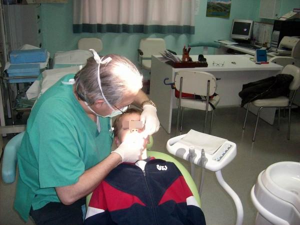 Los dentistas vienen denunciando el aumento de los casos de intrusismo profesional en Canarias. | DA