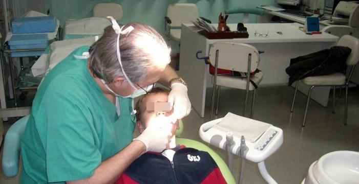 El Colegio de Dentistas denuncia 7 casos de intrusismo profesional