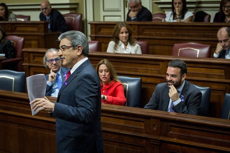 Román Rodríguez, en el último pleno parlamentario. / ANDRÉS GUTIÉRREZ