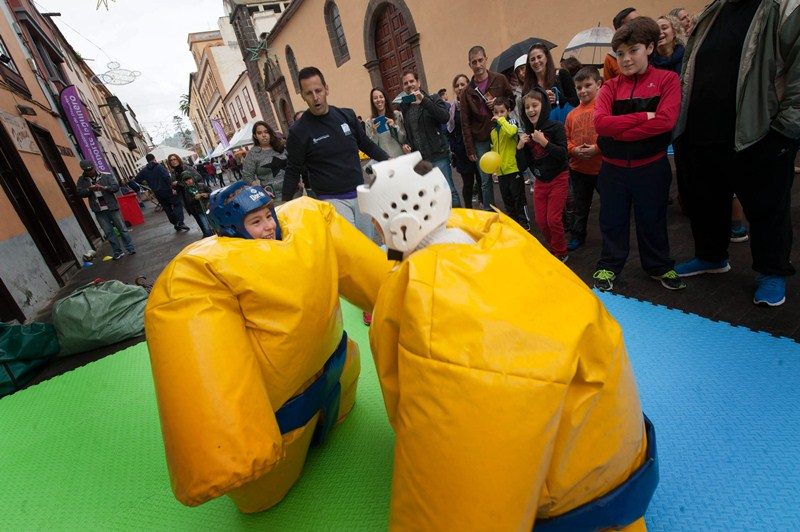 Las actividades diurnas estaban especialmente destinadas a los más pequeños. / FRAN PALLERO